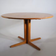 Dining table i teak with two extesion boards. Diam 112, lenght 212, height 70,5 cm