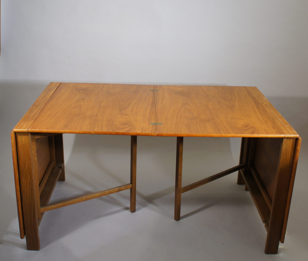 Extension dining table in teak and beech for approx. 10 guests. L278 W90 H72 cm. Maker unknown.