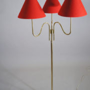 Floorlamp i brass with three lamps.