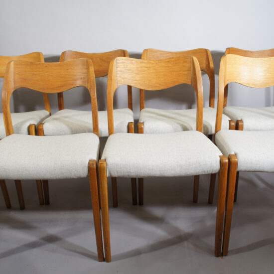 4 dining chair in teak by Ikea.